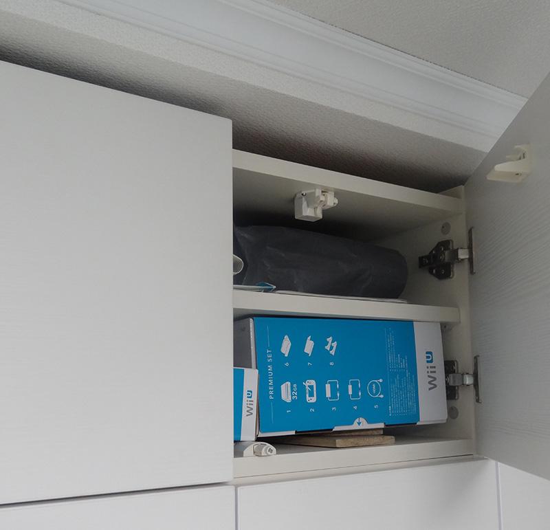 すえ木工 MG 壁面収納は天井に突っ張って耐震