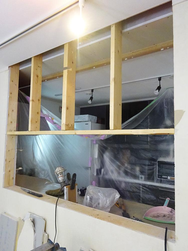 リフォーム中のキッチン壁