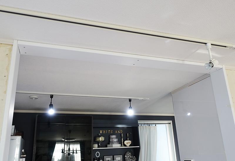 キッチン枠板(天井面)をネジ内