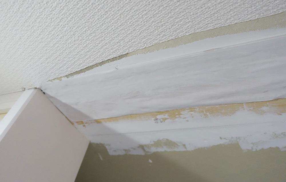 壁紙下地紙を貼る