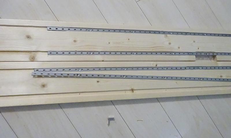 トリマー工具で掘った棚受け柱の溝