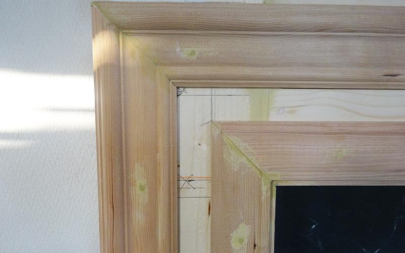 木製モールディングの釘跡 パテ埋め