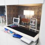 壁面収納にスライド式飾り棚&壁紙DIY